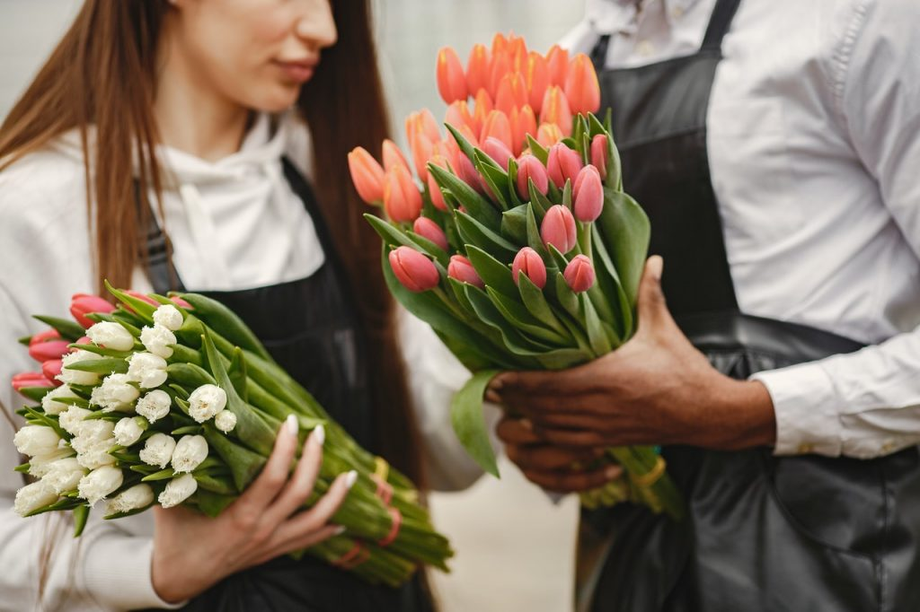 """Best-Selling Exotic Flower Arrangements That Will Compel You To Say """"Wow"""""""